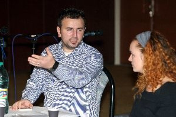 Jeton Neziraj hovoril v Banskej Bystrici otvorene o ľudských tragédiách, ktoré so sebou priniesol konflikt v Kosove