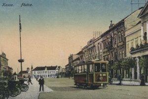 Pohľad na Hlavnú ulicu s električkovou dopravou.