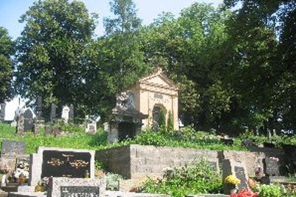 Cenné náhrobky ukrývajú aj banskobystrické cintoríny.