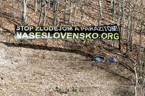 Mnohým obyvateľom Banskej Bystrice sa vyrúbané stromy a transparenty nepozdávajú.