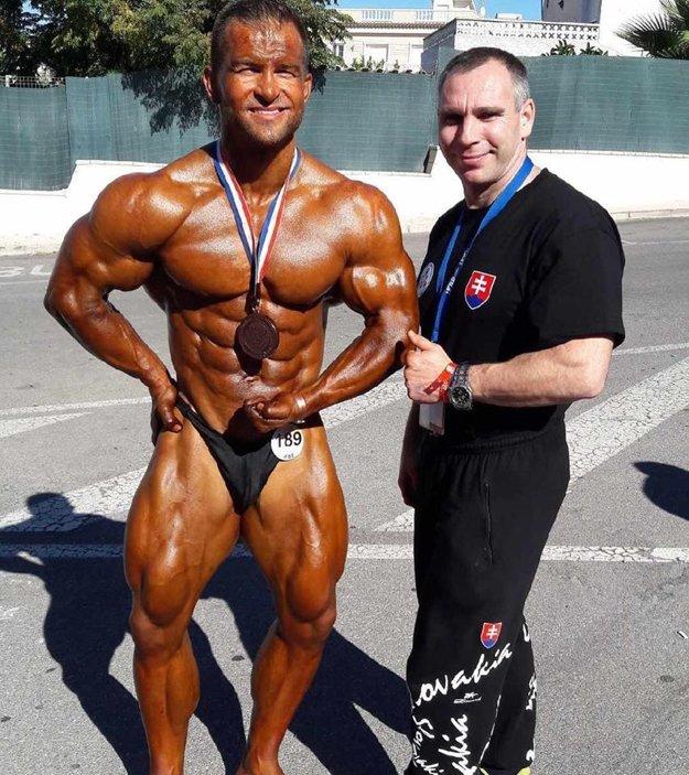 Peter Tatarka so svojím trénerom Petrom Kokoškom.