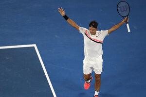 Roger Federer sa raduje z víťazstva.