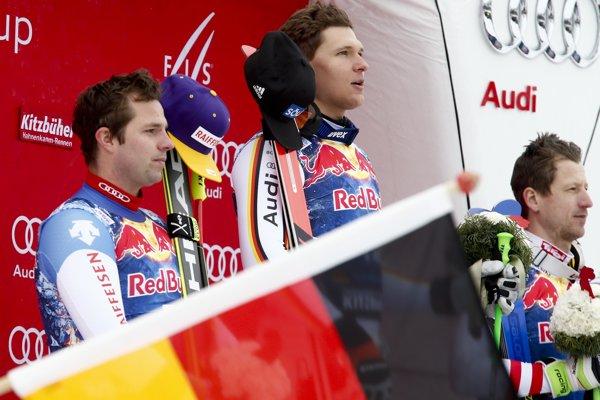Zľava Beat Feuz, Thomas Dressen a Hannes Reichelt.