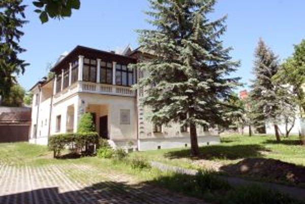 Súčasťou NKP má byť aj záhrada pri vile Dominika Skuteckého, BBSK ju chce využívať na kultúrne účely.
