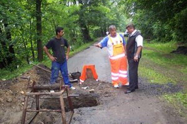 Obec Hronec využila príležitosť a spriechodňuje kanalizáciu.