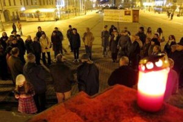 V Banskej Bystrici sa spomínalo na novembrové udalosti pri Mariánskom stĺpe