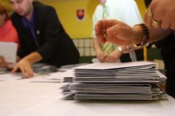 Hlasovať zo zahraničia chce v nadchádzajúcich parlamentných voľbách viac Slovákov ako v minulosti.