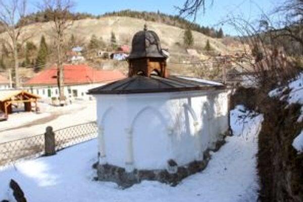 Pýchou Španej Doliny je aj kaplnka Bozieho hrobu, ktorá je zmenšenou kópiou Božieho hrobu v Jeruzaleme