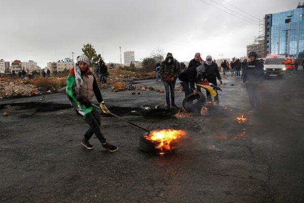 Protesty Palestínčanov počas návštevy amerického viceprezidenta v Izraeli.