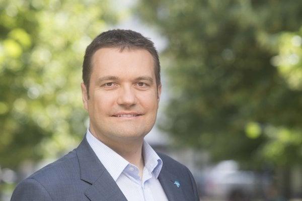 Viliam Novotný. Exposlanec NR SR robí lekára a poradcu šéfa NKÚ pre zdravotníctvo.