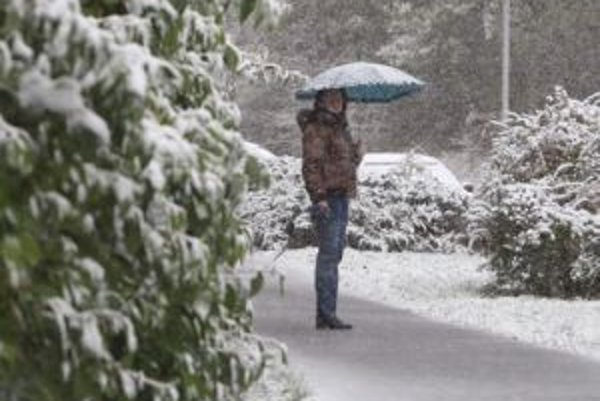 Okrem vetra hrozia aj snehové jazyky