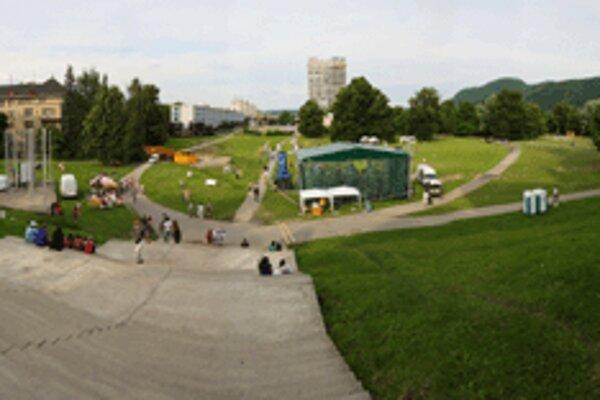 Minulý rok sa festival konal ešte pod starým názvom YNÍ piatok v parku pod Múzeom SNP.