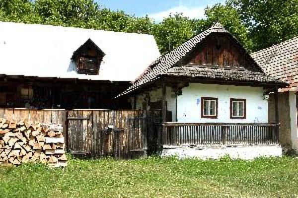 Z pôvodnej architektúry ostalo iba niekoľko zachovaných budov