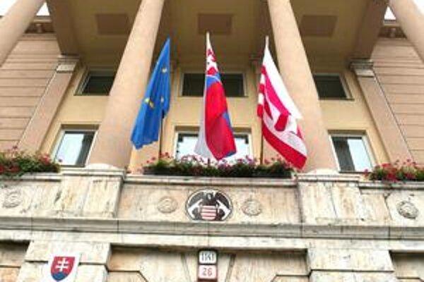 Mesto Banská Bystrica chce exekuované peniaze späť.