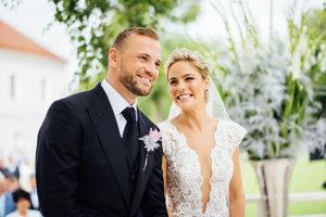 Minulý rok zaujala svadba trenčianskeho hokejistu Mariána Gáboríka a tanečníčky Ivany Surovcovej.