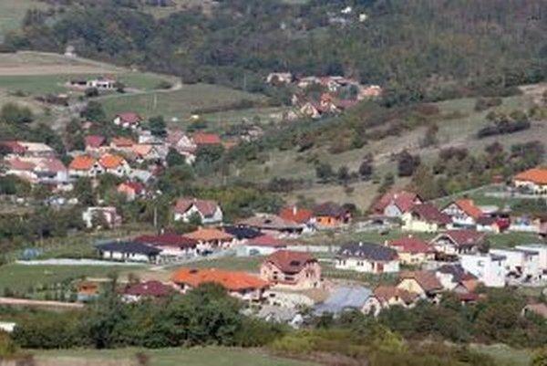Novostavby vznikajú aj v iných častiach Krupiny. Mesto má v súčasnosti vyše osemtisíc obyvateľov.