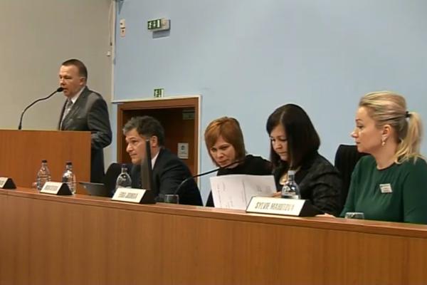 Jeden z novozvolených podpredsedov ŽSK Milan Laurenčík sa predstavil poslaneckému zboru.