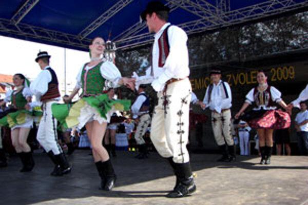 S dynamickou choreografiou sa predstavil súbor Ponitran z Univerzity Konštantína Filozofa v Nitre.
