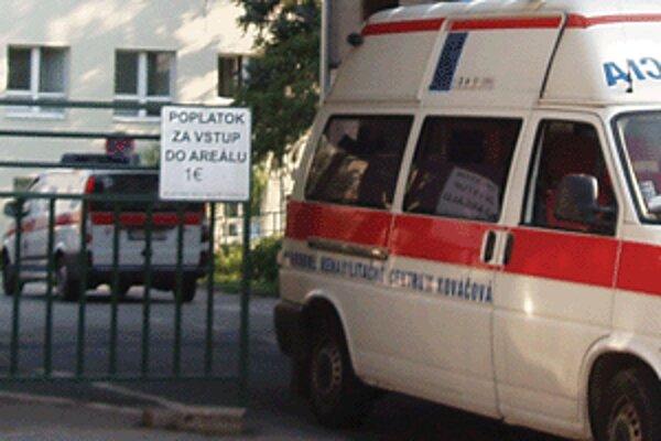 Jedno euro zaplatíte za auto vo zvolenskej nemocnici.