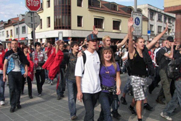 Pochod Bystričanov zvolenskými ulicami.