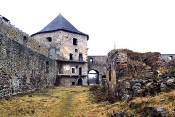 Od druhej svetovej vojny pevnosť chátra.