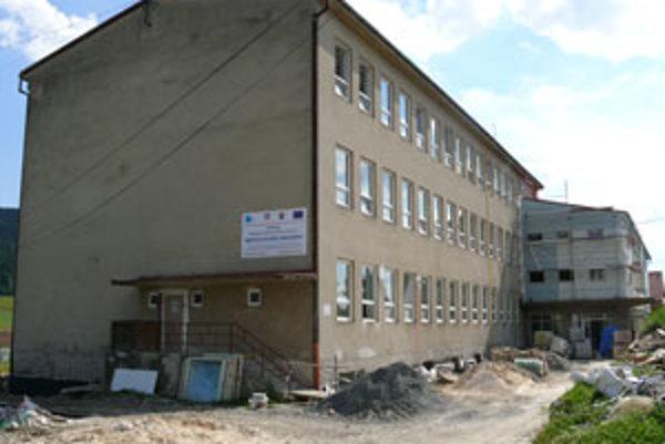 Rekonštrukcia hriňovskej školy ešte nie je ukončená.