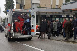 Útočník zranil najmenej štyroch ľudí.