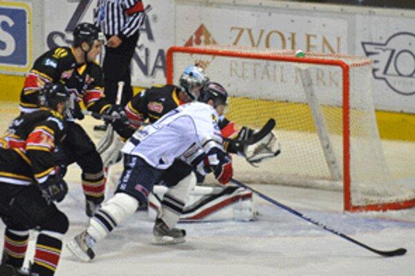 Zvolenčania na domácom ľade zdolali vicemajstra z Bratislavy 4:0.