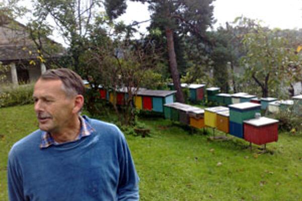 Igor Janota sa o svoje včelstvá stará v Drienove, neďaleko Krupiny