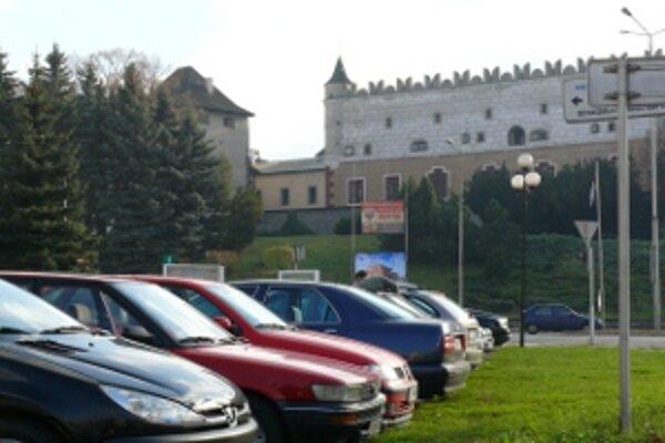 Centrum Zvolena bude pre motoristov drahšie.