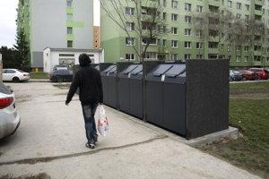 Nové kontajnery sú na rohu Šoltésovej a Vansovej.