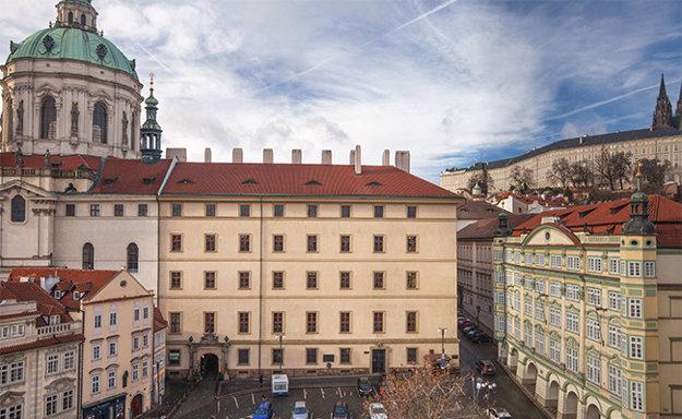 Matematicko-fyzikální fakulta na Malostranském náměstí.