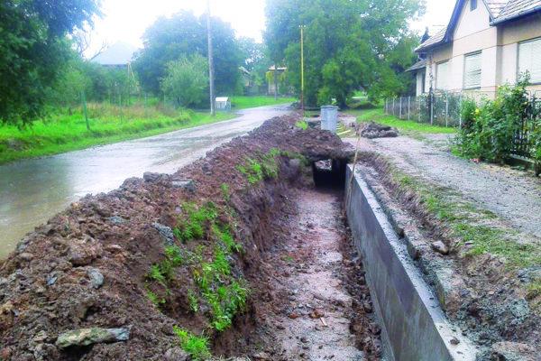 Terany pred niekoľkými rokmi zasiahli dve povodne. Pred dvoma rokmi robili protipovodňové opatrenia.