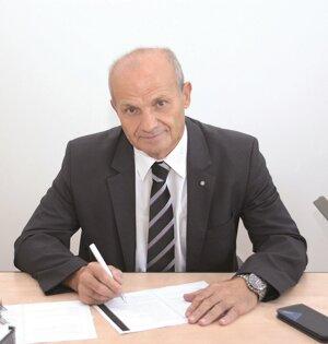 Dekan prof. Ing. ĽUBOMÍR ŠOOŠ, PhD.