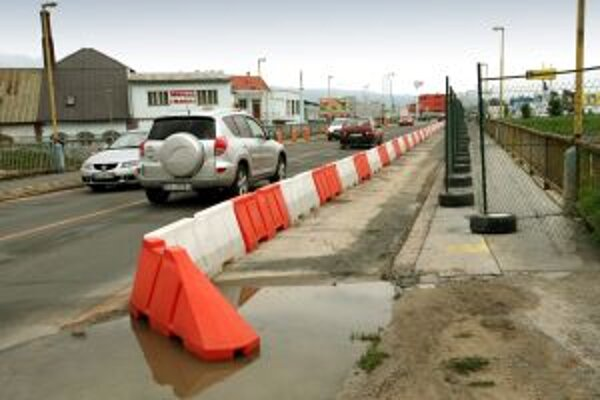 Začína rekonštrukcia hronského mosta.