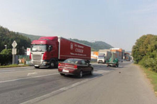 Po dokončení križovatky v Neresnici stavbári opravia Lučeneckú cestu v úseku po Bučinu. V budúcom roku by sa mala začať aj výstavba úseku R2 zo Zvolena po Pstrušu.