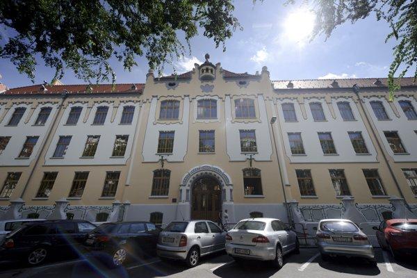 Gymnázium na Grösslingovej ulici je známejšie aj pod skratkou GAMČA.