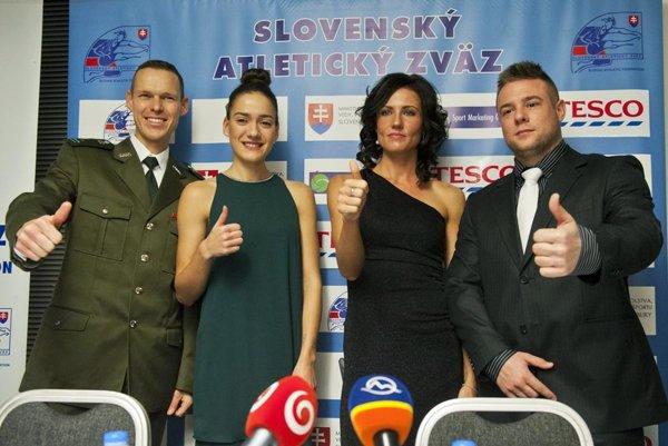 Zľava Matej Tóth, juniorka Pešková, bronzová Iveta Putalová aMarcel Lomnický.