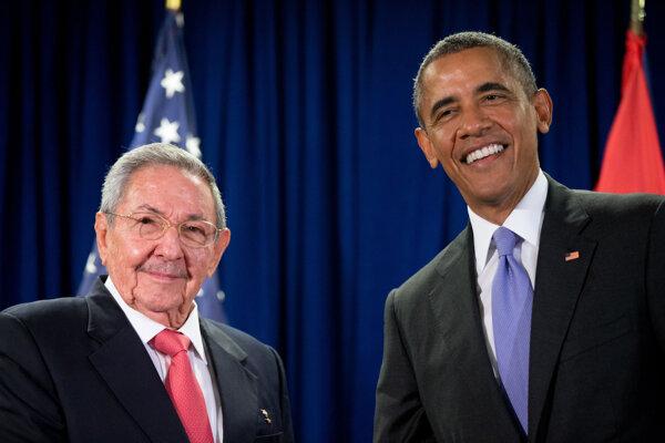 Americký prezident Barack Obama a prezident Kuby Raúl Castro počas stretnutia v septembri 2015.