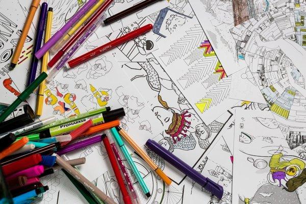 Pre Omaľovánku 2.0 vytvorilo obrázky dvadsaťdva umelcov, požiadavkou bolo, nech sú čo najzložitejšie. Preto by ich deti zrejme nevedeli oceniť.