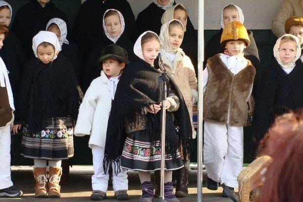 Súčasťou jarmoku je celoslovenská prehliadka vianočných a novoročných hier.
