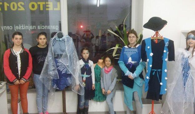 Pre návštevníkov centra deti pripravili módnu prehliadku.