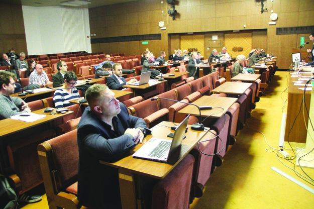 Za zámer budúcej kúpy bytov hlasovalo 19 poslancov.