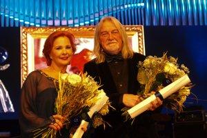 Cenu  Júliusa Satinského Bratislavská čučoriedka získali herečka Kamila Magálová a architekt a scénograf Tomas Berka.