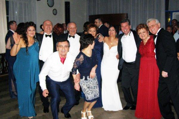 Rodina vionistov mala svoj večer. Na snímke sú o.i. majiteľ Viliam Ondrejka a lekár Jozef Mada.