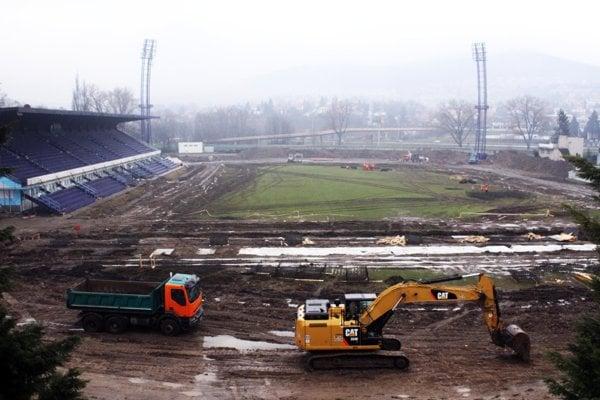 Najvyššia suma 1,5 milióna eur pôjde na dofinancovanie modernizácie futbalového štadióna FC Nitra.