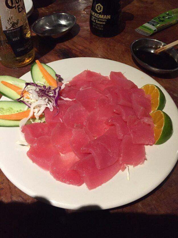 Takto vyzerá sašimi na tanieri.