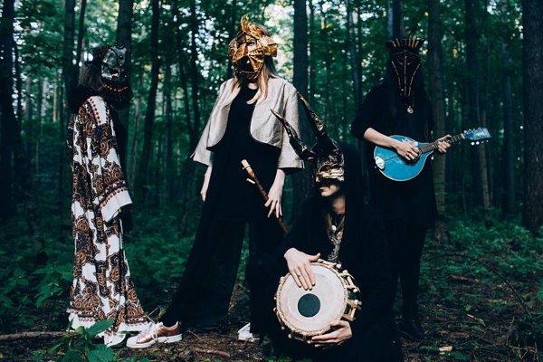 Ruskú kapelu Lucidvox.
