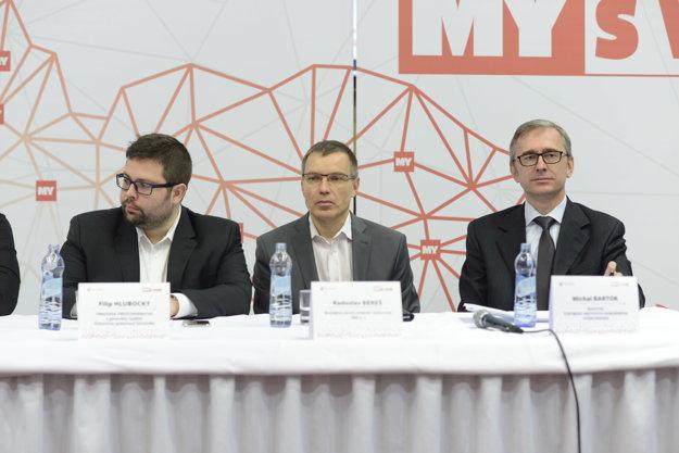 Filip Hlubocký (vľavo), predseda predstavenstva a generálny riaditeľ, Železničnáspoločnosť Slovensko, Radoslav Béreš (v strede), Business Development Director YMS a. s., Michal Bartók (vľavo), riaditeľ Štátneho inštitútu odborného vzdelávania.