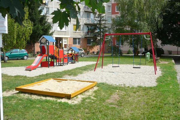 Na sídlisku pribudli viaceré hracie prvky pre deti.